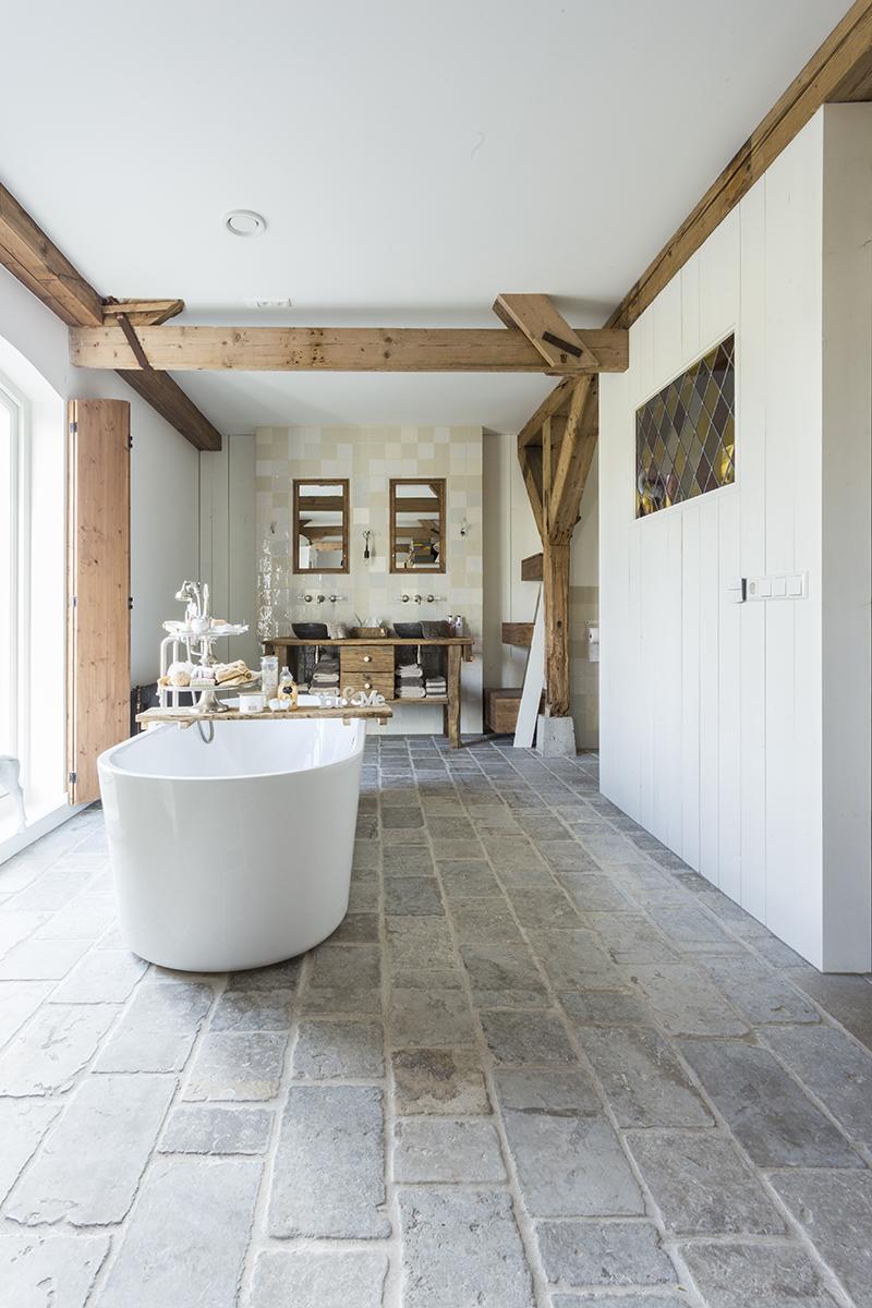 vloer landelijk natuursteen kersbergen badkamer