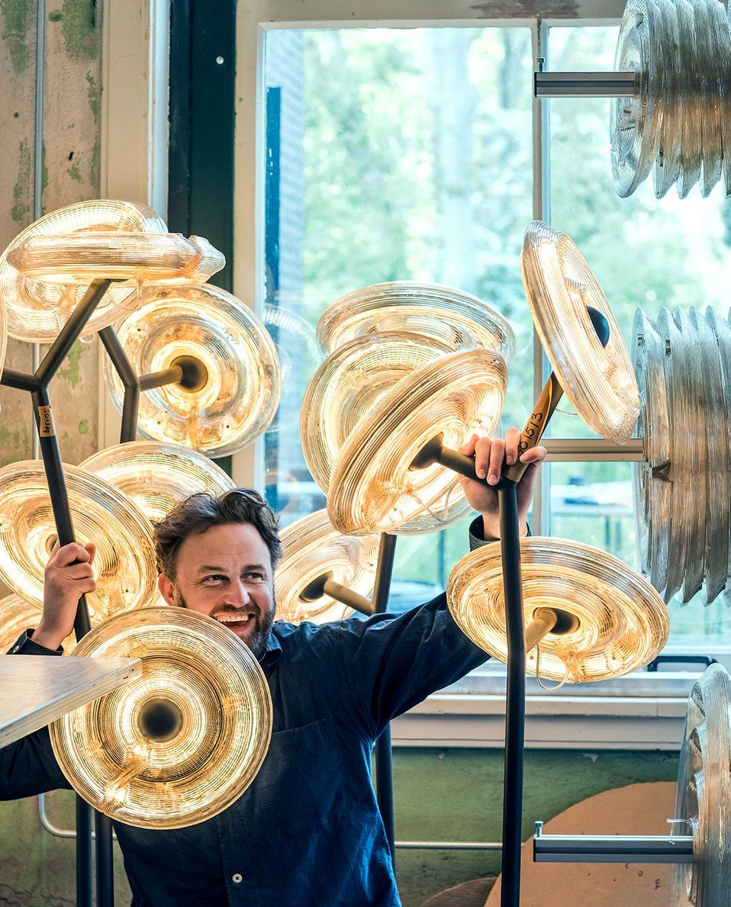 vtwonen 07-2021   Dirk met de bijzondere opgeblazen bloown lampen