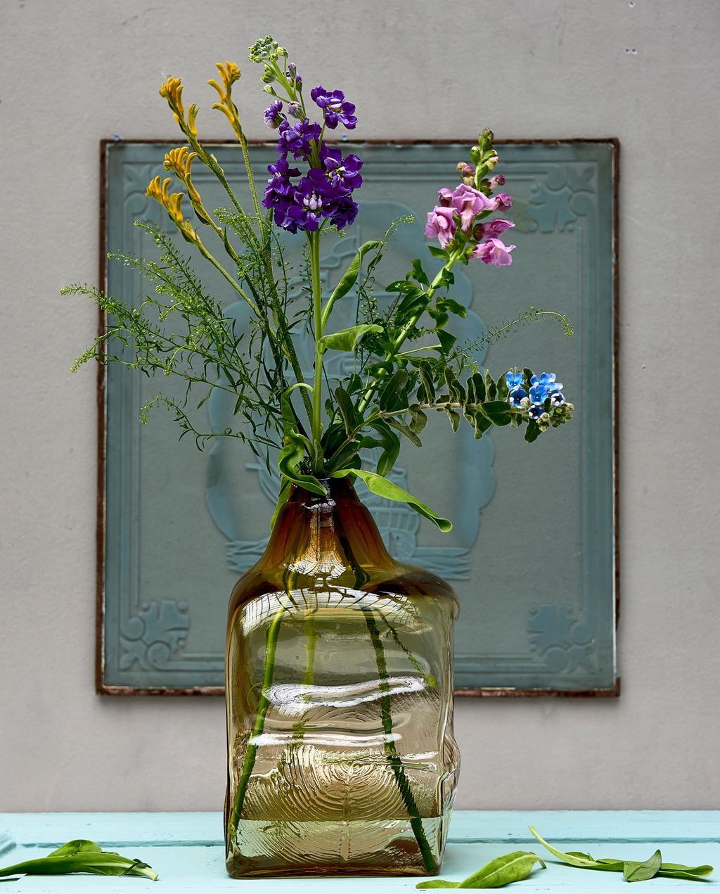 vtwonen | styling glas transparant vaas met bloemen