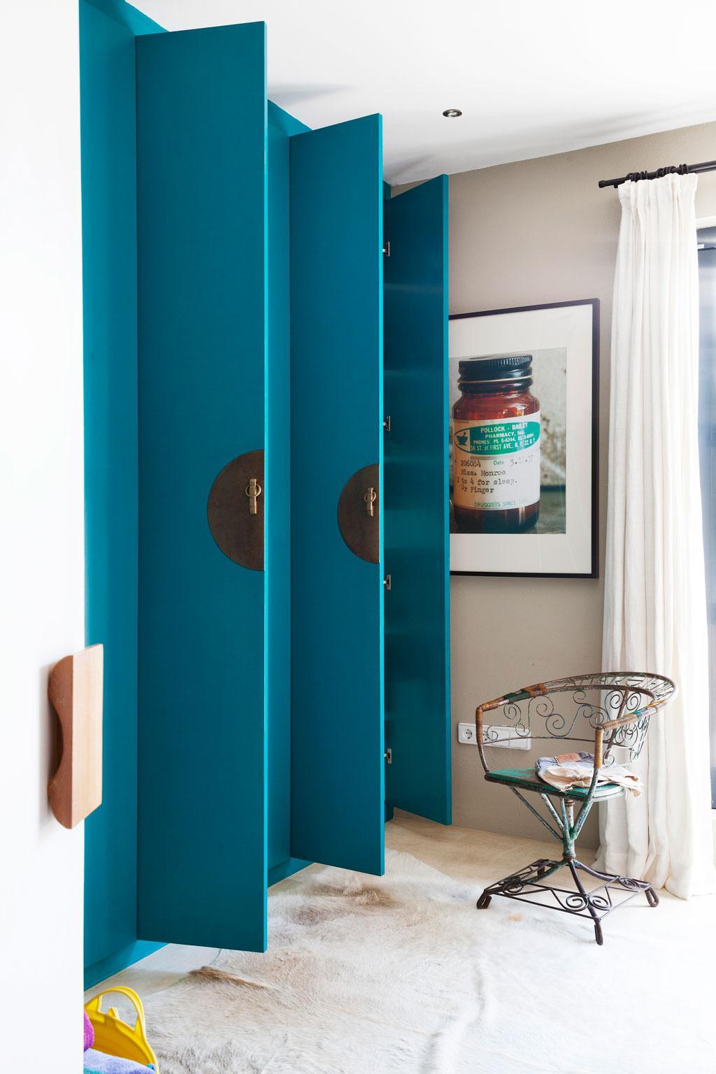 blauwe deuren familiehuis