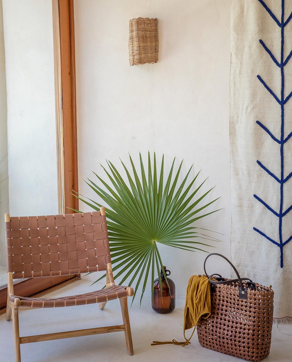 vtwonen special zomerhuizen 07-2021 | bloempot met bladeren