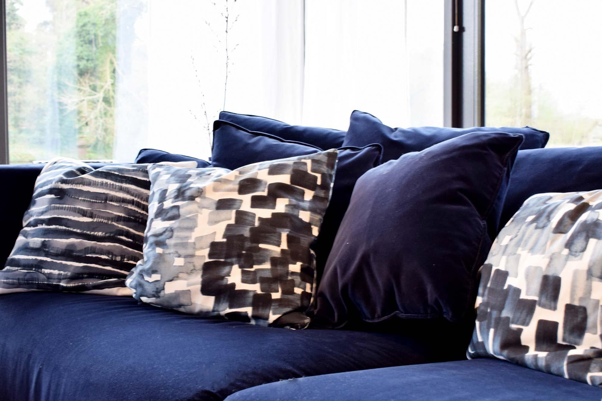 Blauwe kussens uit IKEA STOCKHOLM-collectie
