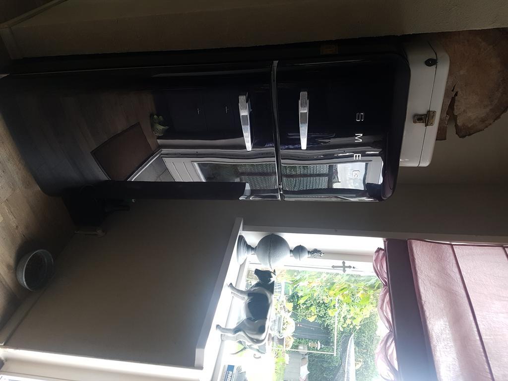 smeg-koelkast-ben-ik-super-blij-mee-vouw-gordijnen-zelf-gemaakt-van-katoen-gekocht-op-de-maandagochtend-markt-amsterdam