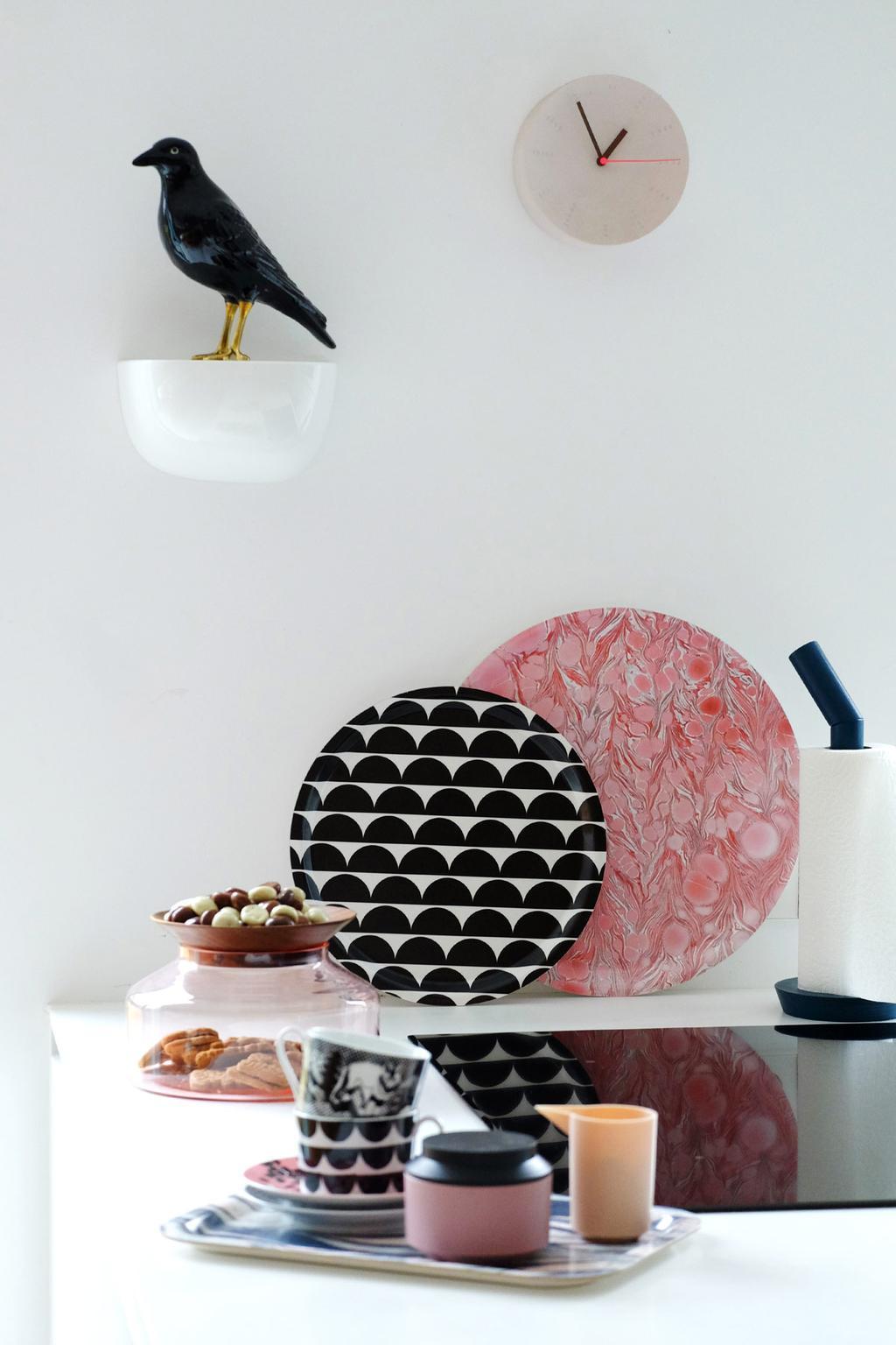 design dienbladen in kleurrijke prints in de keuken bij PRCHTG.