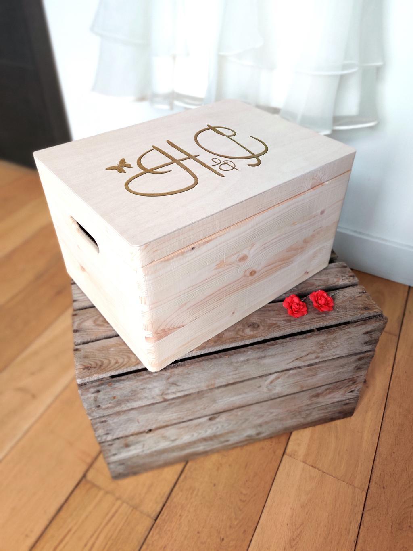 Je kan de herinneringsdozen van The Fox House laten graveren met de initialen van jezelf en je geliefde.