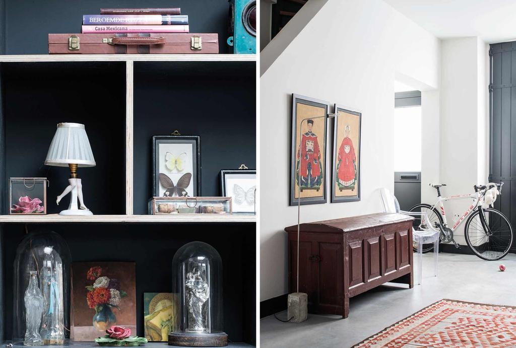 zwarte vakkenkast en vintage kist
