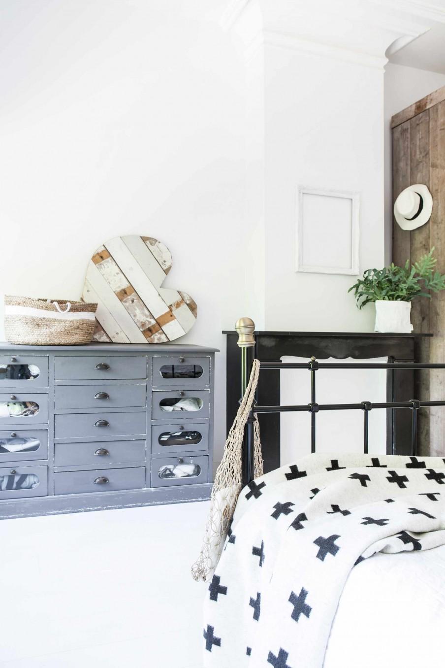 chambre commode gris vintage