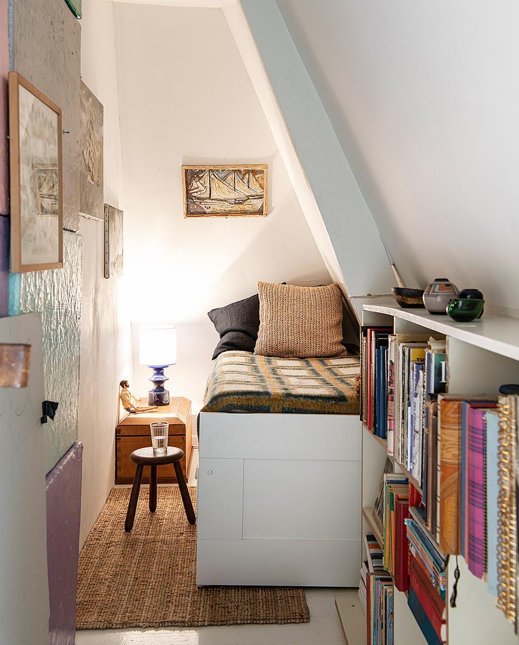 vtwonen 2020 DIY special 02 | kleurrijke slaapkamer met eenpersoonsbed I binnenkijken klushuis