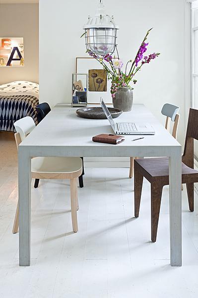 lichtgrijze tafel