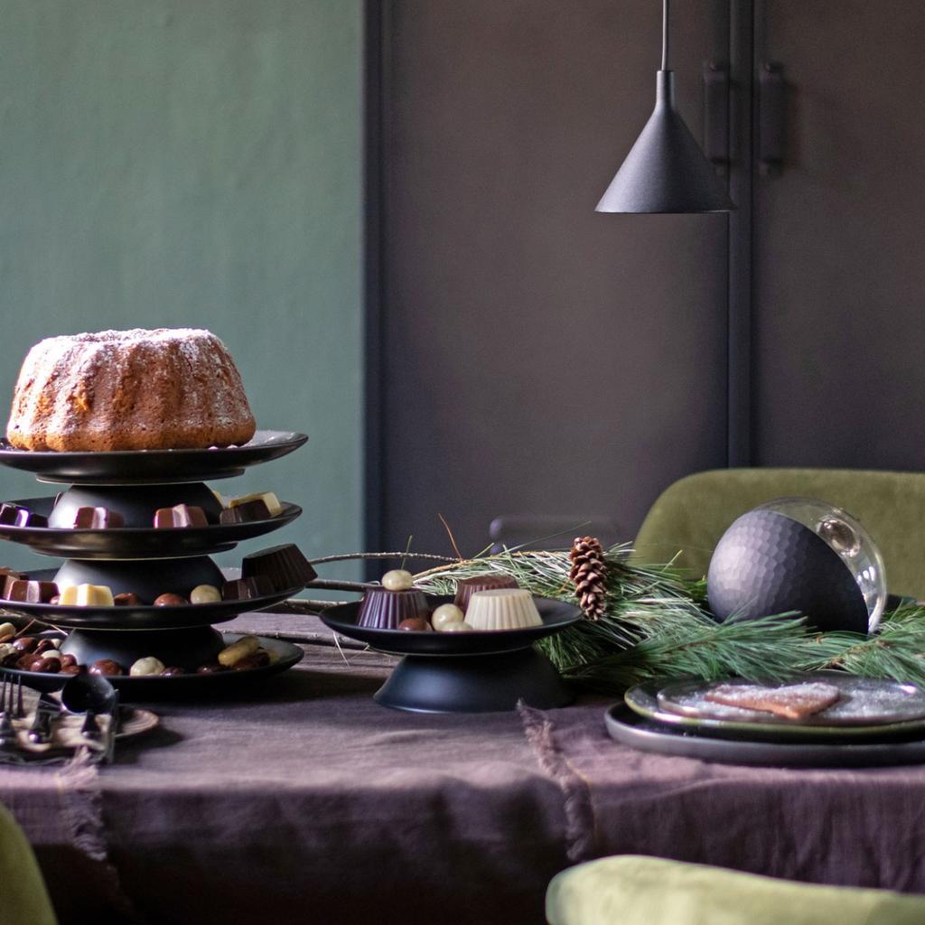 vt tv styling advies van vtwonen stylist Marianne - kersttafel stylen met zwart servies