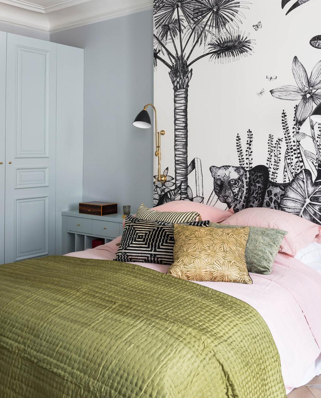 vtwonen 02-2019 | opgemaakt bed met kussens in voorjaarskleuren