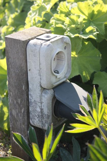 Buitenstopcontact Aanleggen Elektriciteit In De Tuin Vtwonen