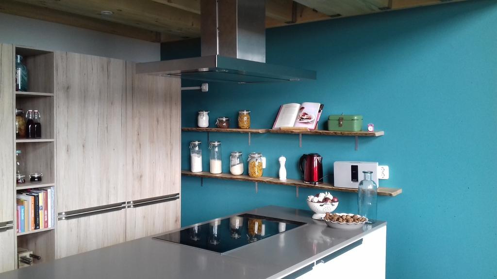 na-omgetoverd-naar-een-kleurrijke-gezellige-en-functionele-eilandkeuken-waar-ik-heel-trots-op-ben-nu-nog-een-aantal-goede-keuken-apparaten-dan-kan-ik-mijn-keuken-nog-optimaler-gebruiken