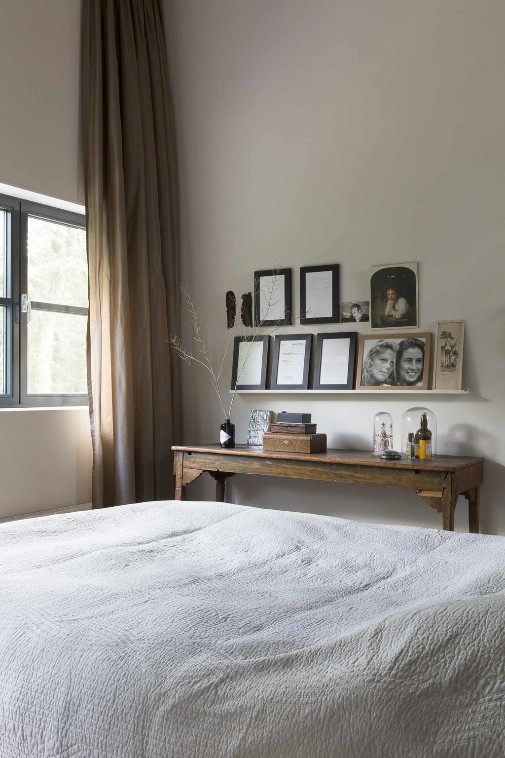Slaapkamer met houten elementen