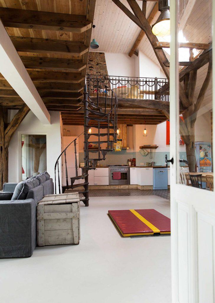 escalier cuisine et poutres