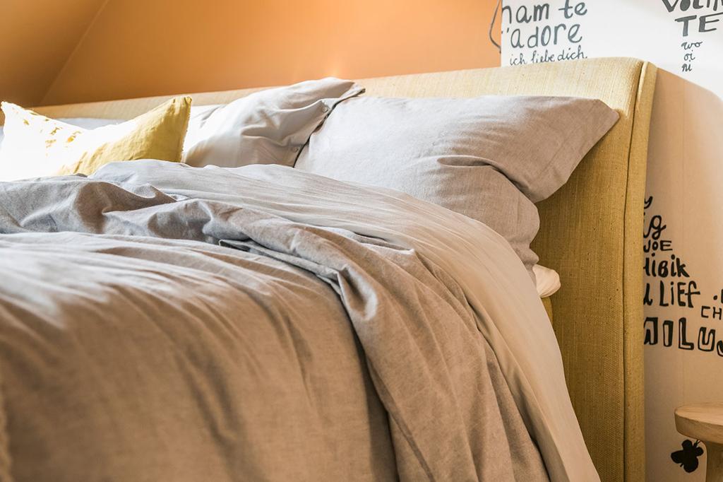 Detail van het bed van Nathalie van Beter Bed uit de vierde aflevering van het tweede seizoen van 'Een frisse start met vtwonen'.