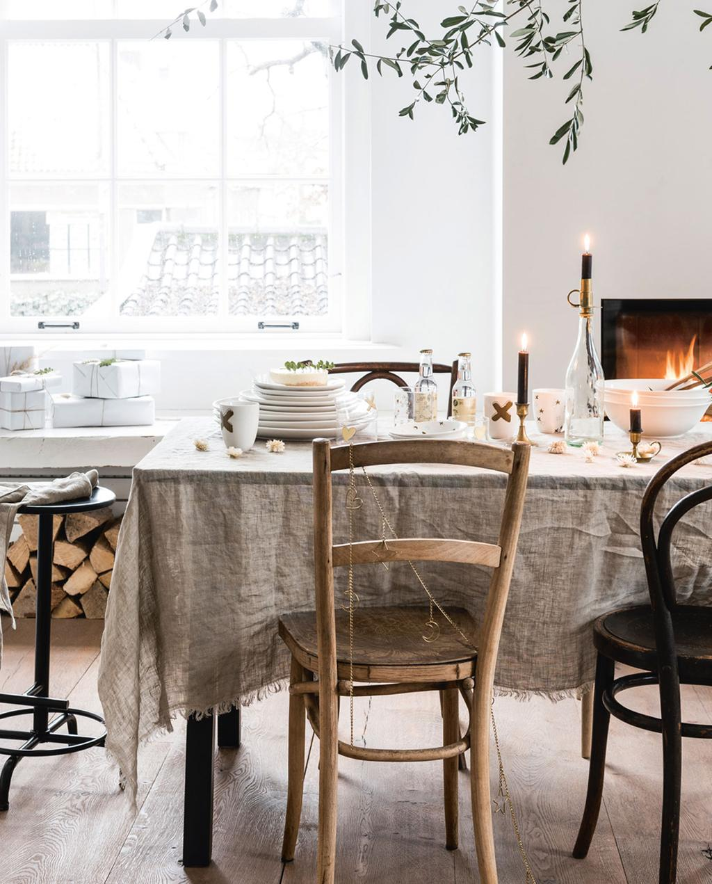 vtwonen feestkalender 2019 | vtwonen kerstservies op tafel