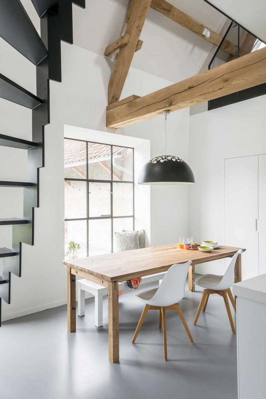 coin à manger blanc table bois