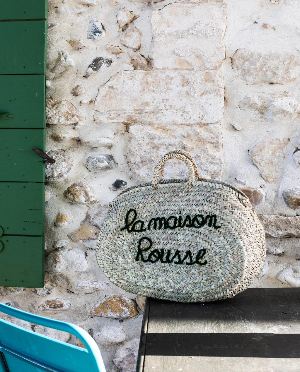 vtwonen 08-2020 | bk buitenland Frankrijk rieten tas met La Maison Rousse