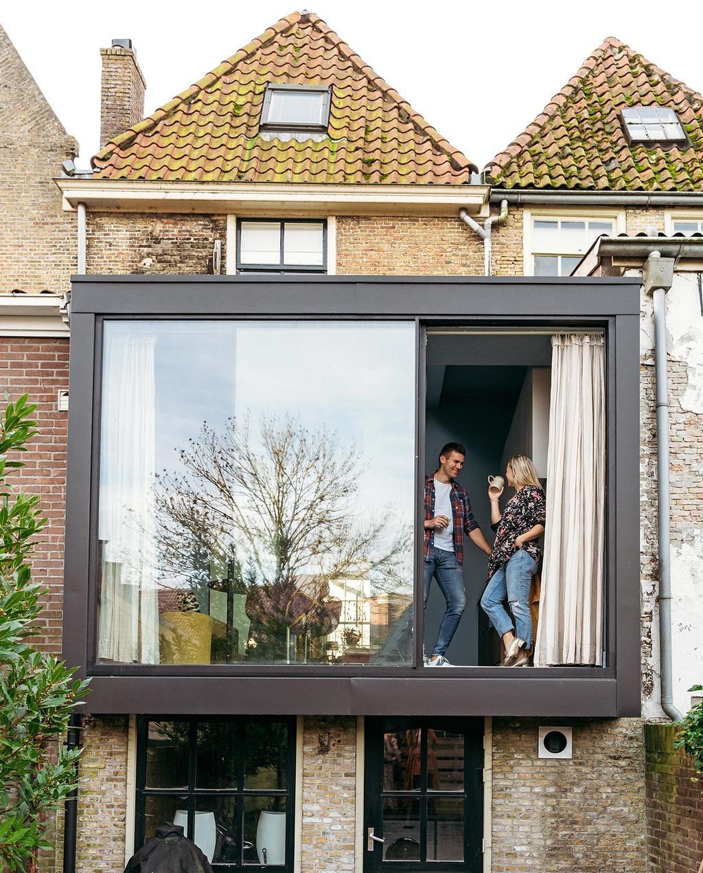 vtwonen 03-2021 | uitbouw van monumentenpand met groot raam