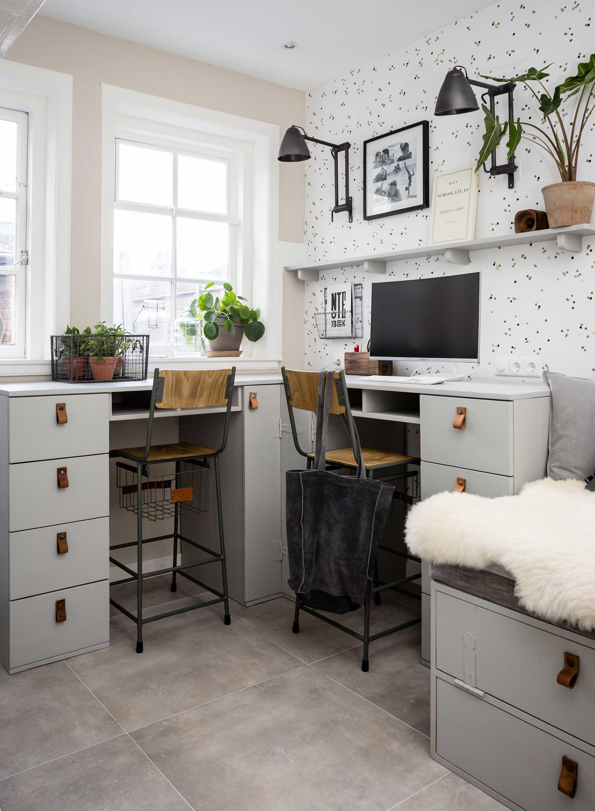 confetti behang werkkamer barstoelen grijs bureau