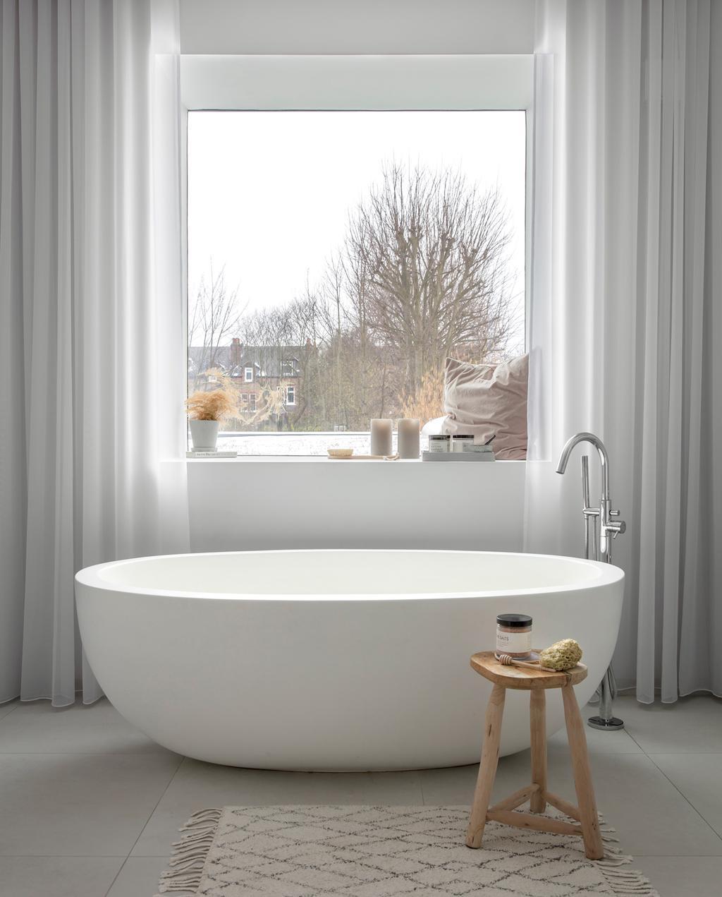 vtwonen 1-2020 | binnenkijken in een victoriaans herenhuis in Londen badkamer witte badkuip