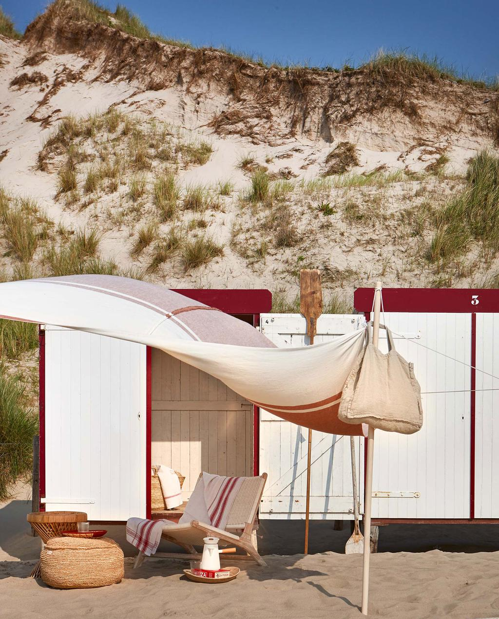 vtwonen 08-2016 | strandhuisje met laken in de wind