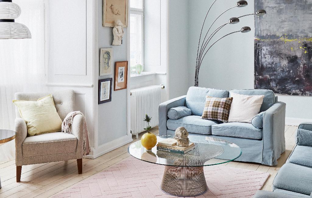vtwonen 06-2020 | Appartement Kopenhagen woonkamer lichte zithoek met blauwe bank