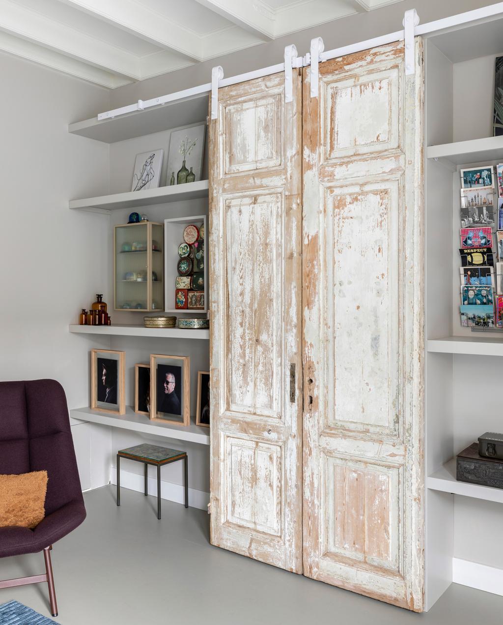 Een zelfgemaakte kastenwand is efficiënte manier om meer opbergruimte te creëren