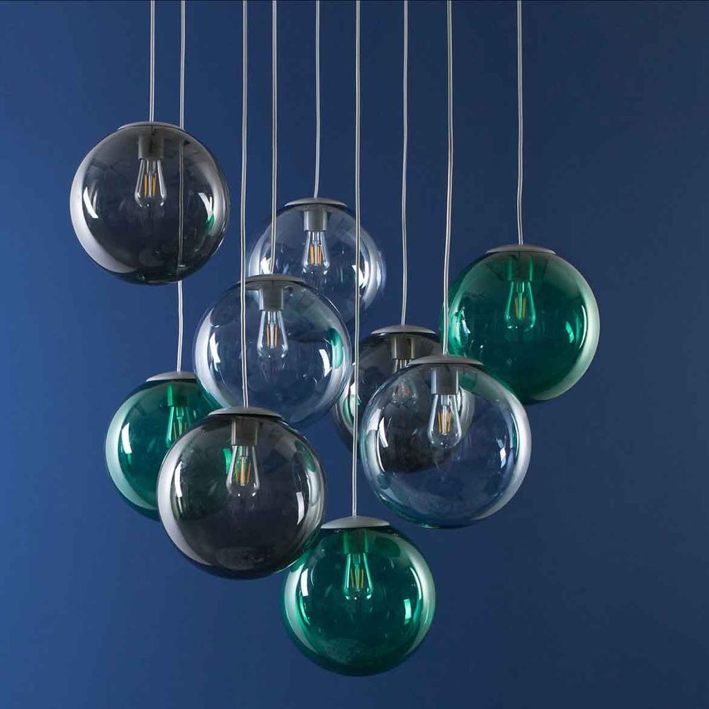 Stralen licht van een lamp met negen glazen bollen - Fatboy - vtwonen