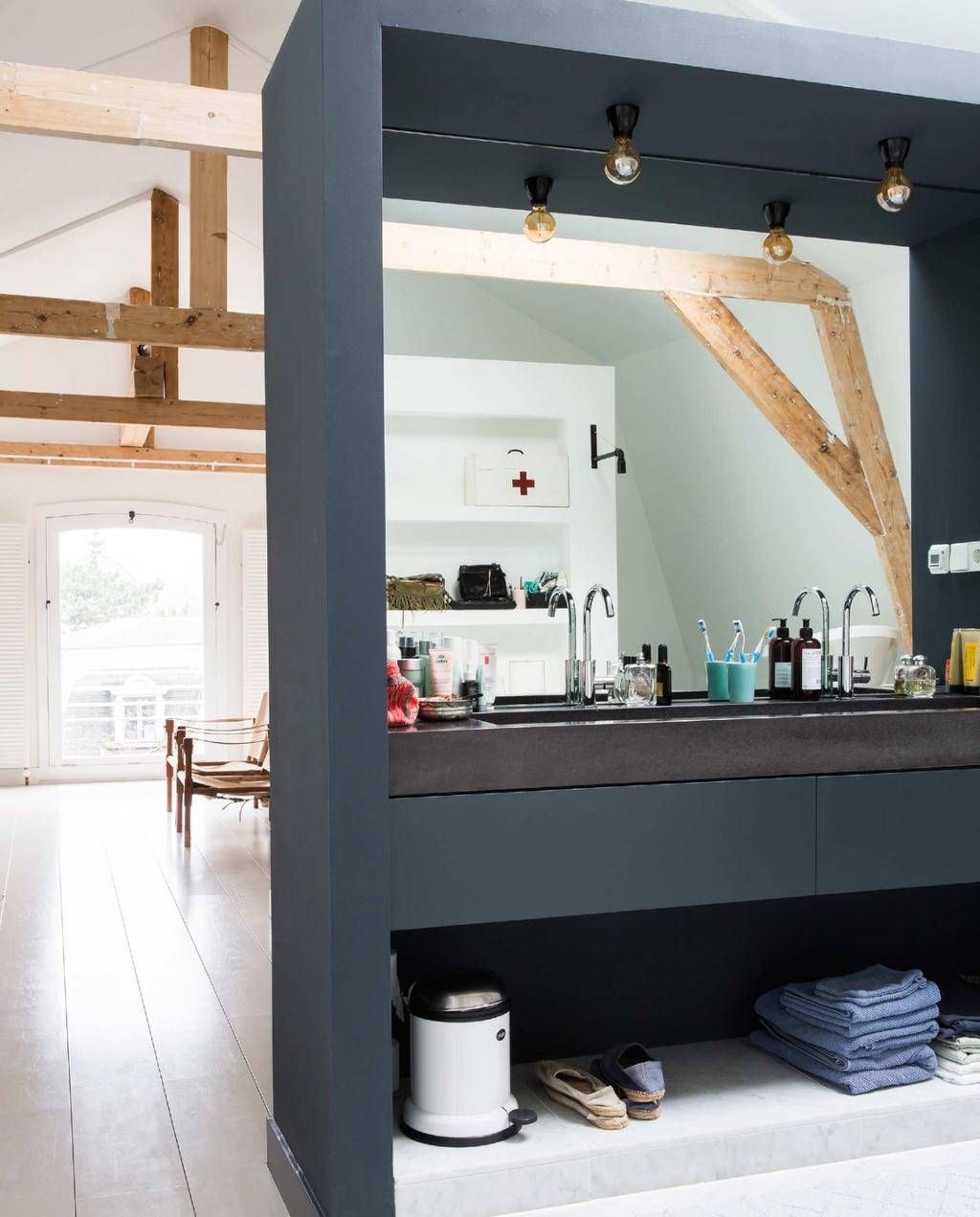 badkamer | slaapkamer | open badkamer | binnenkijken | balkonplafond