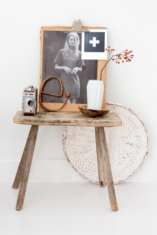 houten krukje met accessoires