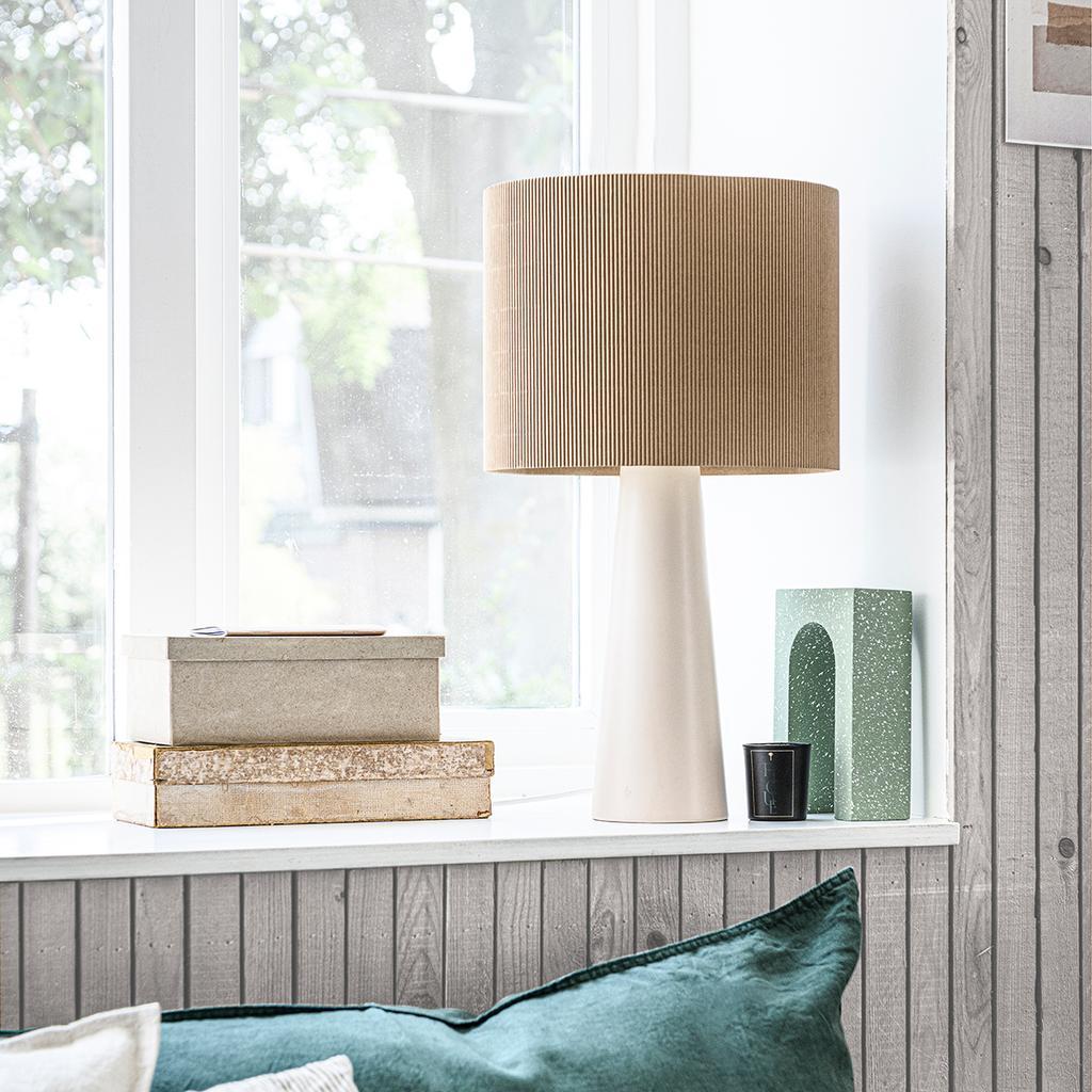 vtwonen 2020 DIY special 02 | papieren lampenkap in raamkozijn | zonwerend glas