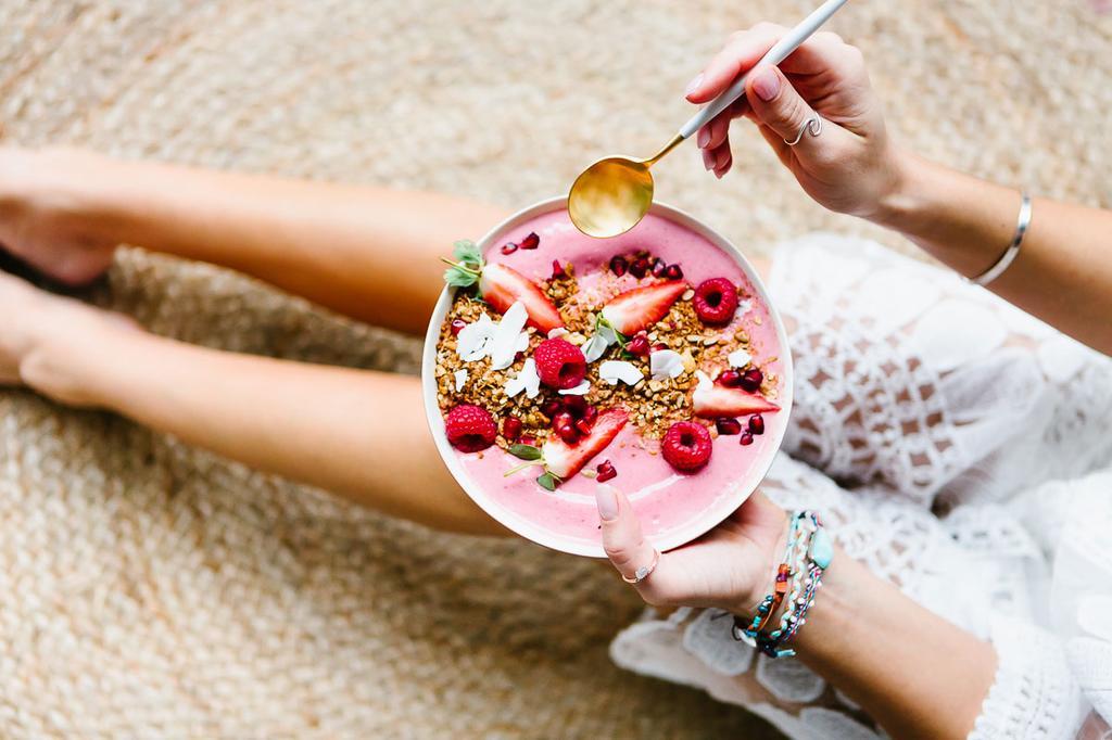 Gezonde yoghurt granola bowl