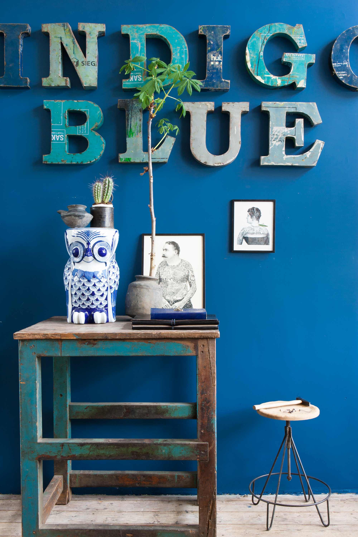 blauwe houten letters