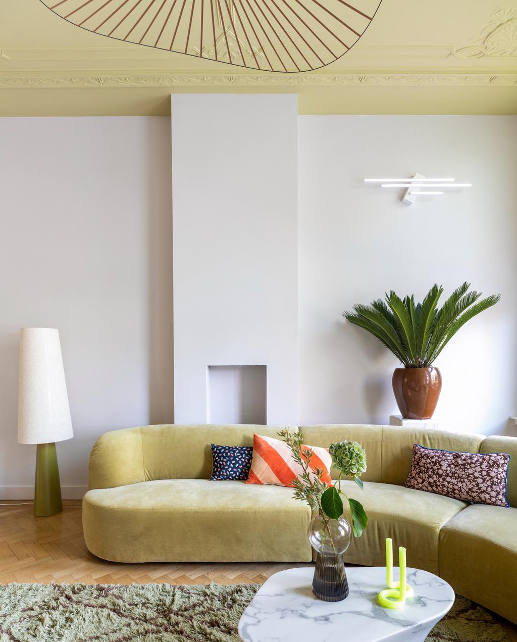 vtwonen weer verliefd op je huis | aflevering 12 seizoen 13 | stylist Marianne in Rotterdam | kleuren die vrolijk maken | grote vloerlamp