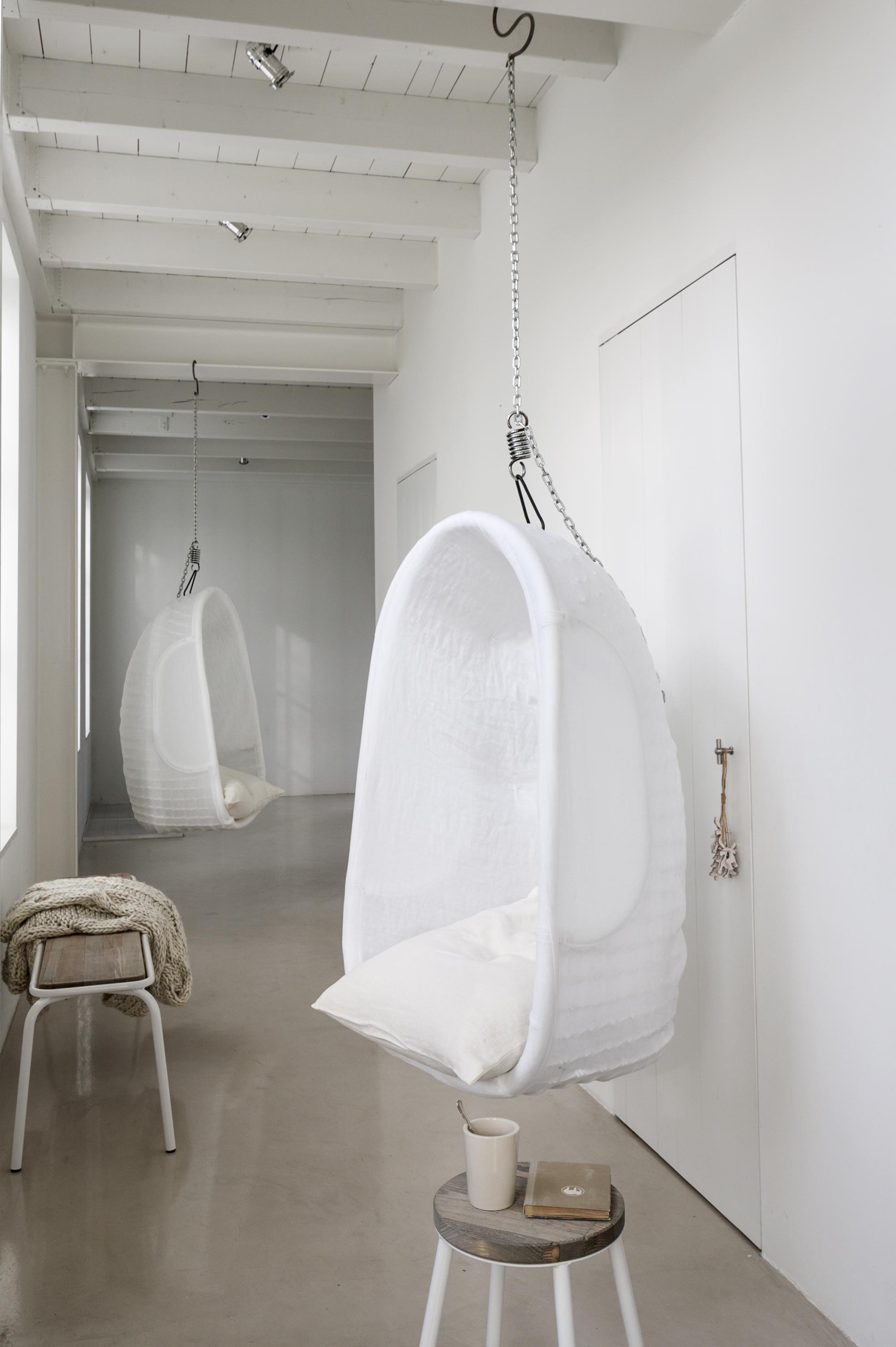 wit linnen hangstoel