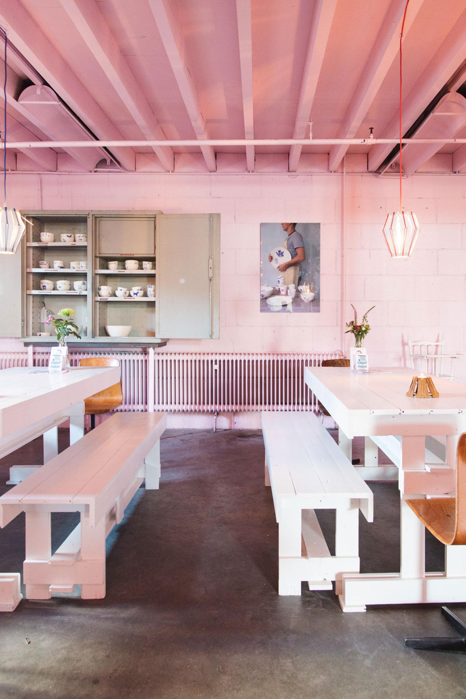 Roze interieur WerkWarenhuis in Den Bosch