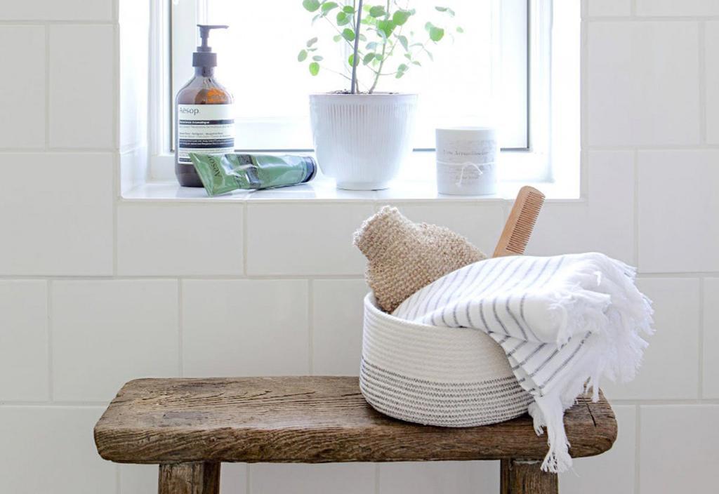 Een kleine badkamer lijkt veel ruimtelijker met de volgende tips.