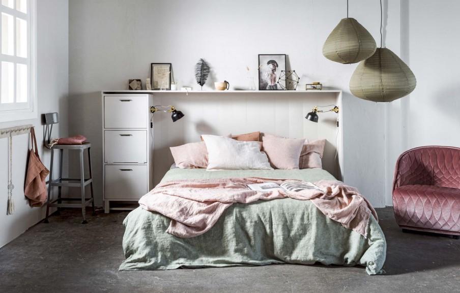 tete de lit blanche et etagere