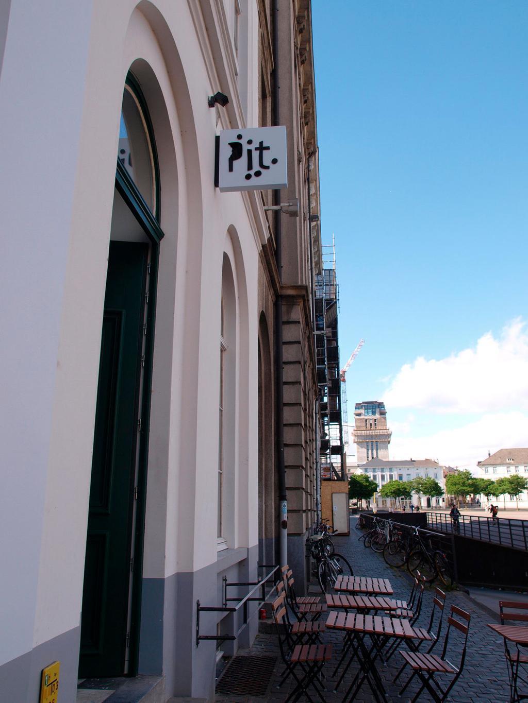 ingang van Pit, een nieuwe hotspot in Gent