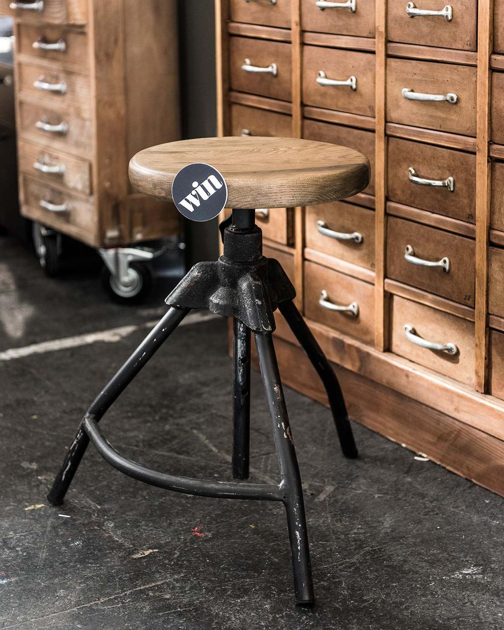 Atelier in het vtwonen huis: win een industriële kruk van Neef Louis