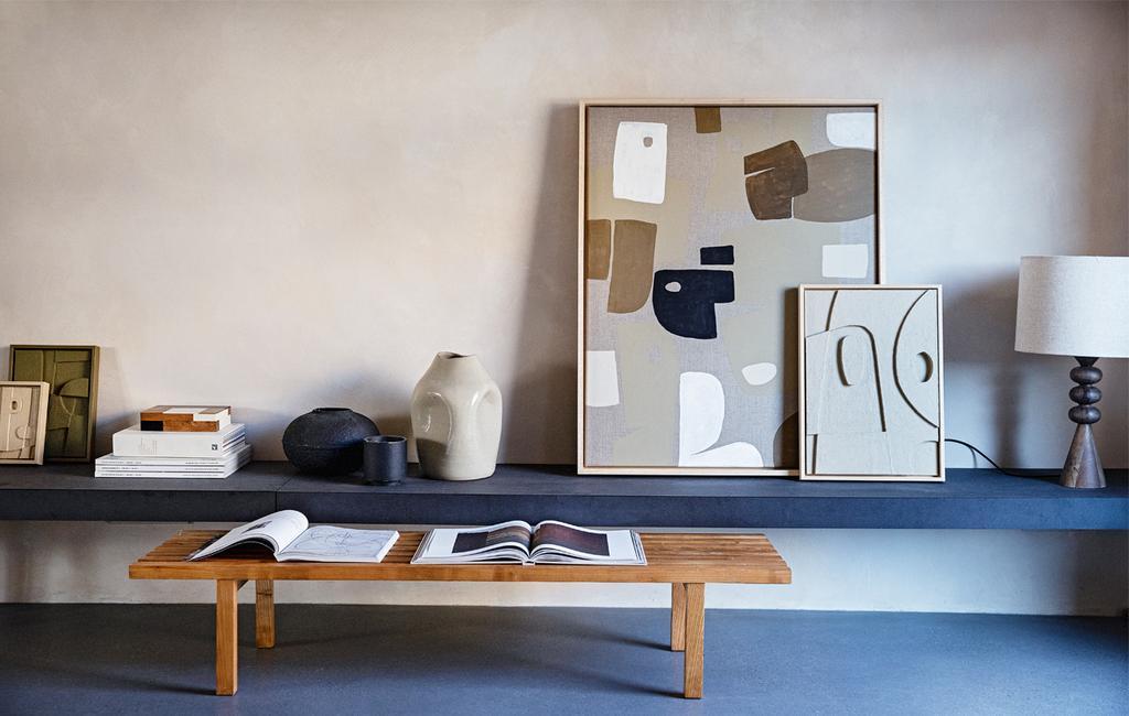 Neutrale kunst aan de muur, beige kleuren | vtwonen 13-2020