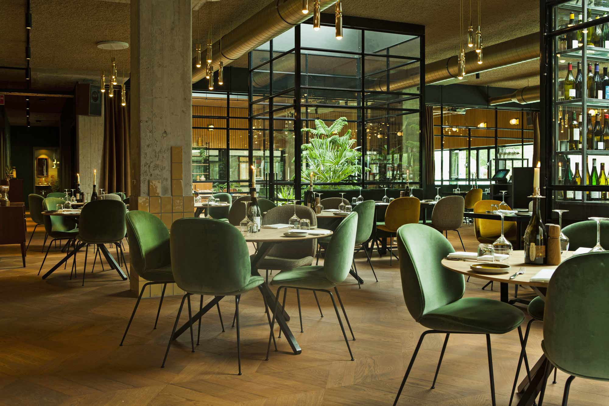 The lobby café-restaurant hotspot