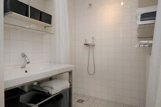 zwart-witte badkamer