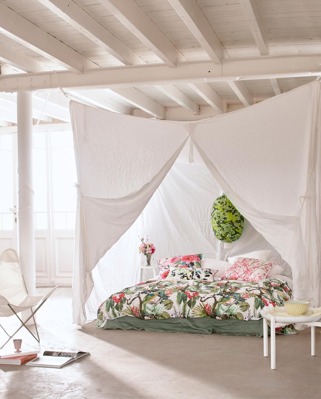 vtwonen 05-2015 | styling Cleo Scheulderman, fotografie Jeroen van der Spek | 7x stylen met bloemen in huis | slaapkamer | bed