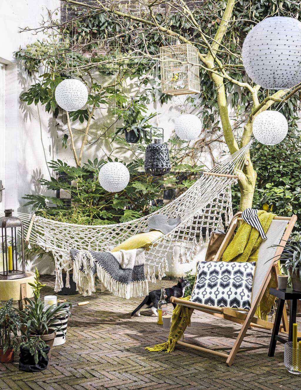 Tuindecoratie Breng Sfeer Kleur En Gezelligheid In De Tuin Vtwonen