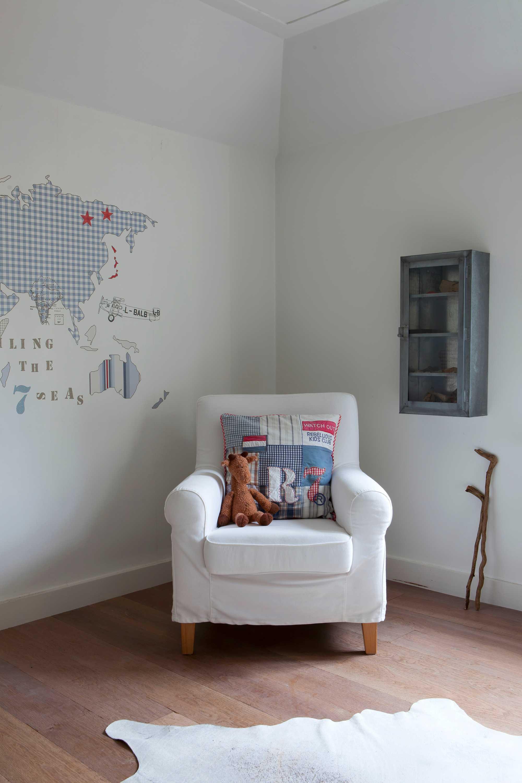 winterse wooninspiratie jongenskamer wereldkaart stoel ginterieur