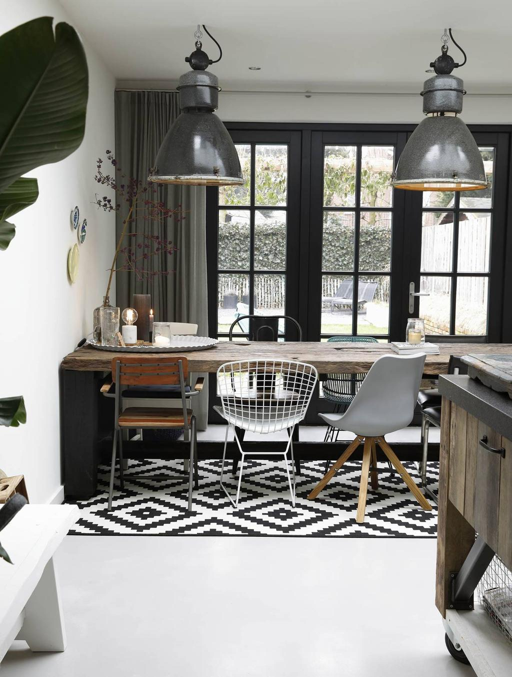 Eetkamer combineren met zwart en wit.