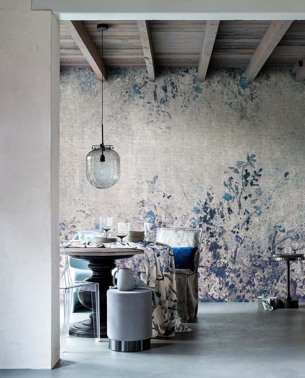vtwonen 03-2020 stof verf & behang | eetkamer met bloemenbehang en glazen hanglamp